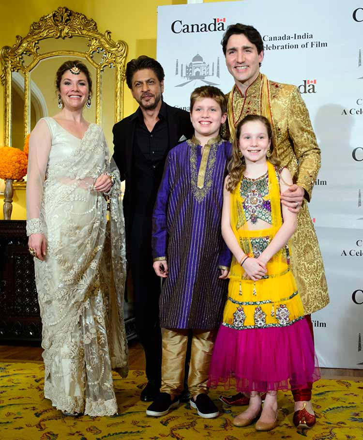 Shah Rukh Khan poses with Justin Trudeau and his family
