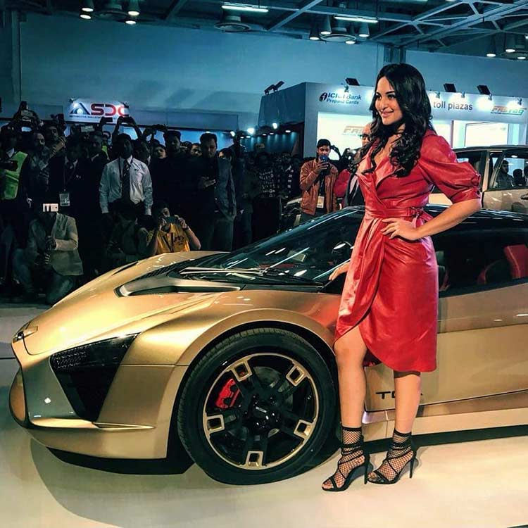 Sonakshi Sinha with the DC TCA at Auto Expo 2018