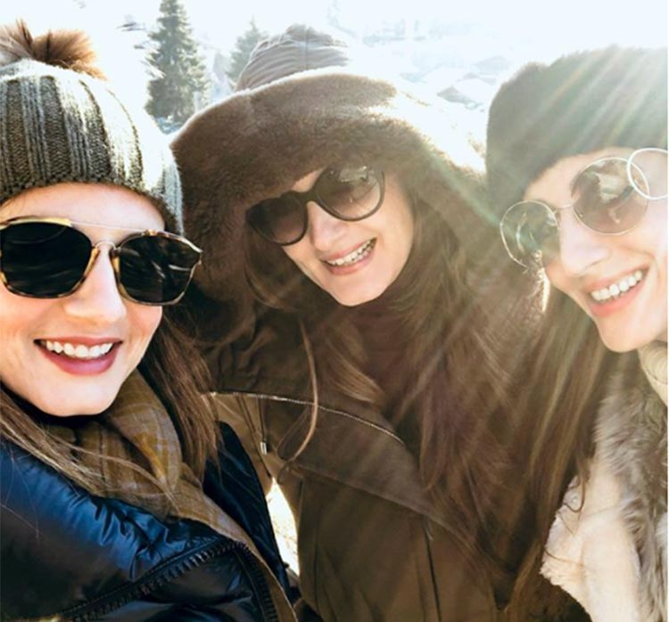Sussanne Khan's selfie with her sisters