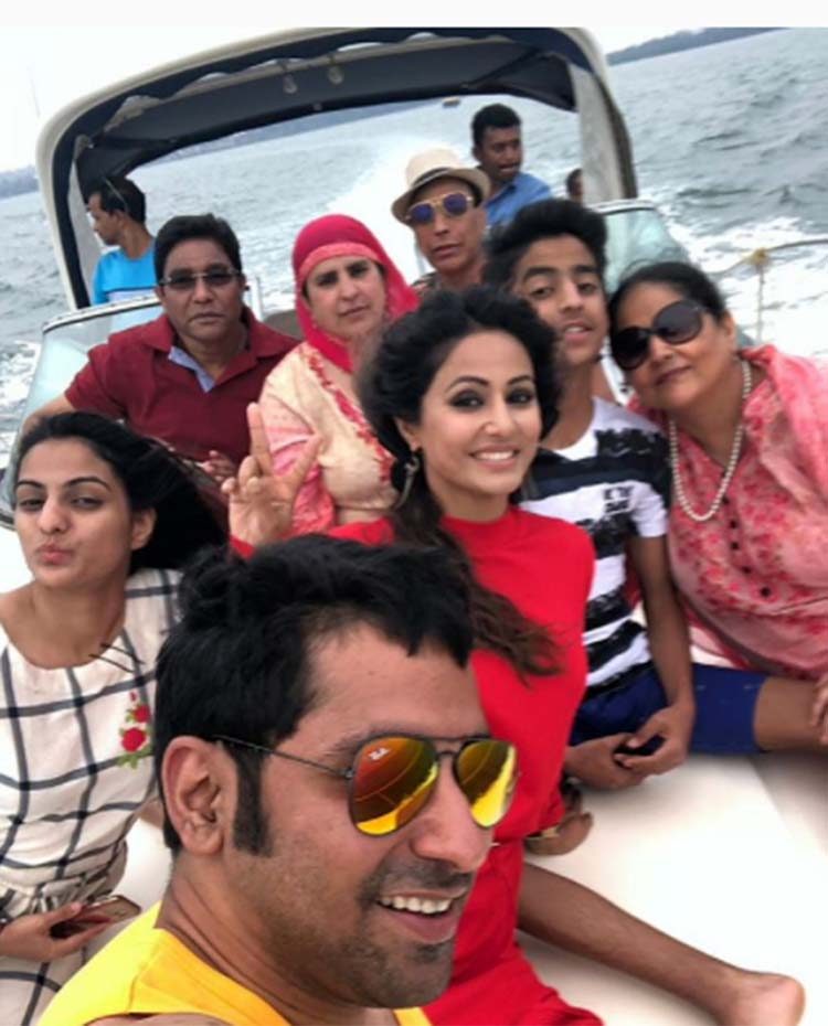 Hina Khan chilling in Goa with family