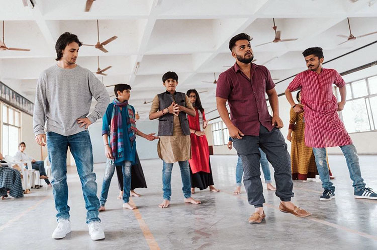 Aayush Sharma learning Garba for Loveratri