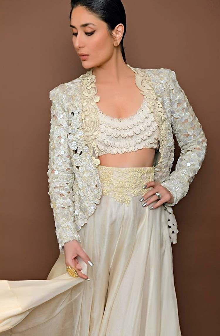 Kareena Kapoor looks wonderful in this pic from Lakme Fashion Week 2018