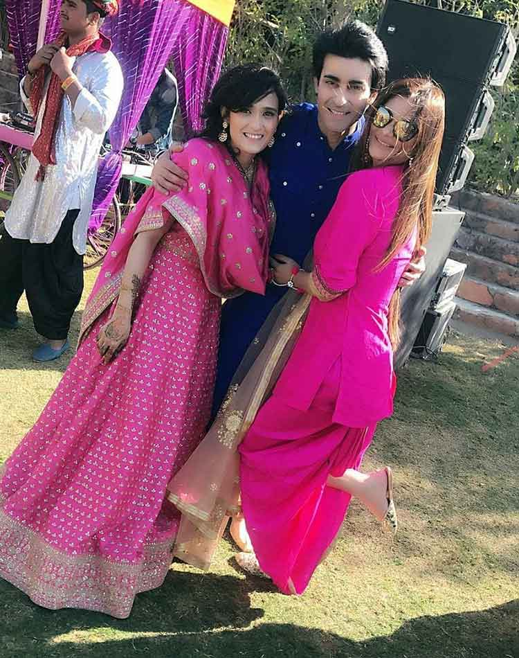 Gautam Rode with Pankhuri Awasthy and a friend at the mehendi ceremony