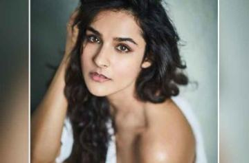 IN PICS: Meet Angira Dhar, Netflix's 'Love Per Square Foot' actress