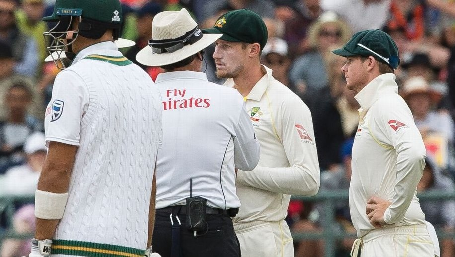 Bancroft summoned by umpires!