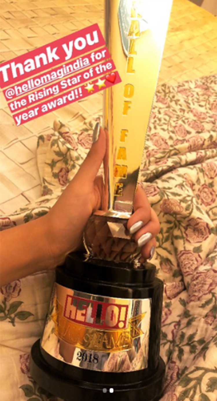 Kriti Sanon shows off her Hello Hall of Fame 2018 trophy on Instagram