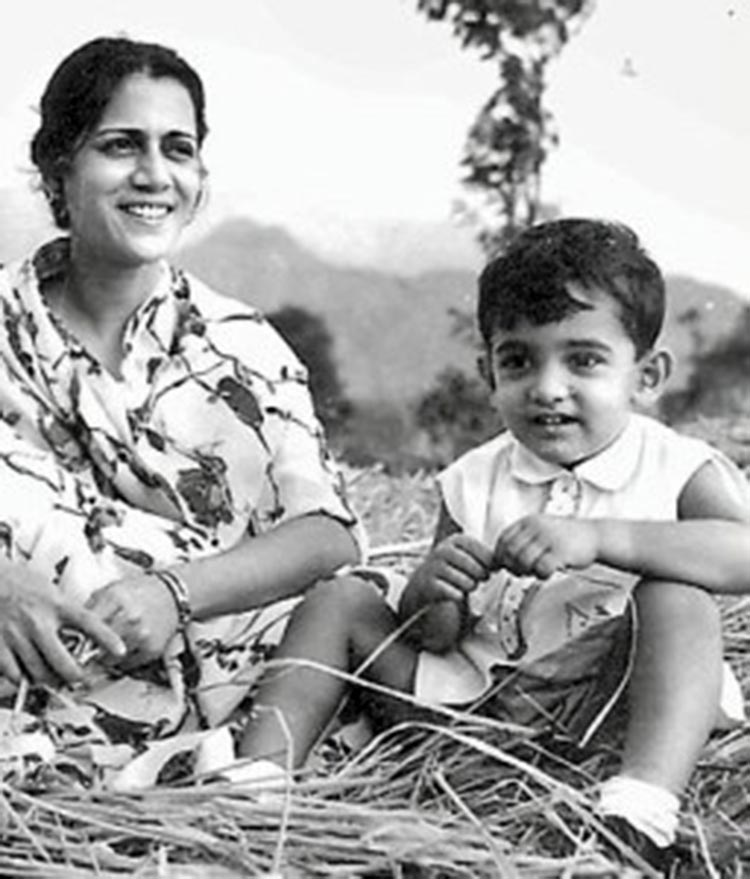 Aamir Khan is looking super cute in this childhood pic