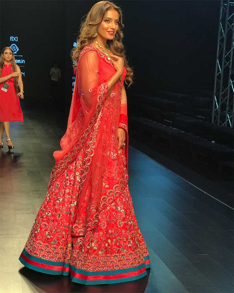 Bipasha Basu in Karishma-Deepa Sondhi at Amazon India Fashion Week 2018