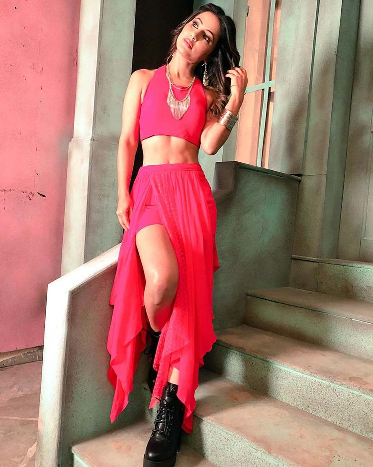 Hina Khan looks hot in pink