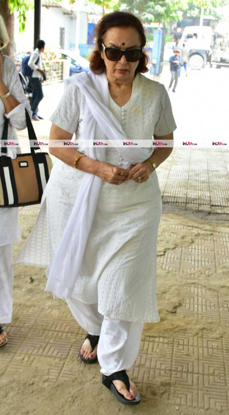 Asha Parekh at veteran actress Shammi's funeral