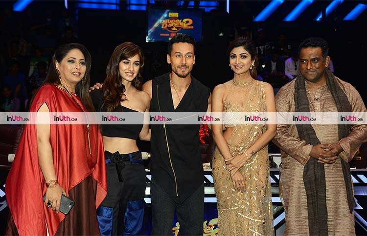 Baaghi 2 stars with Super Dancer 2 judges