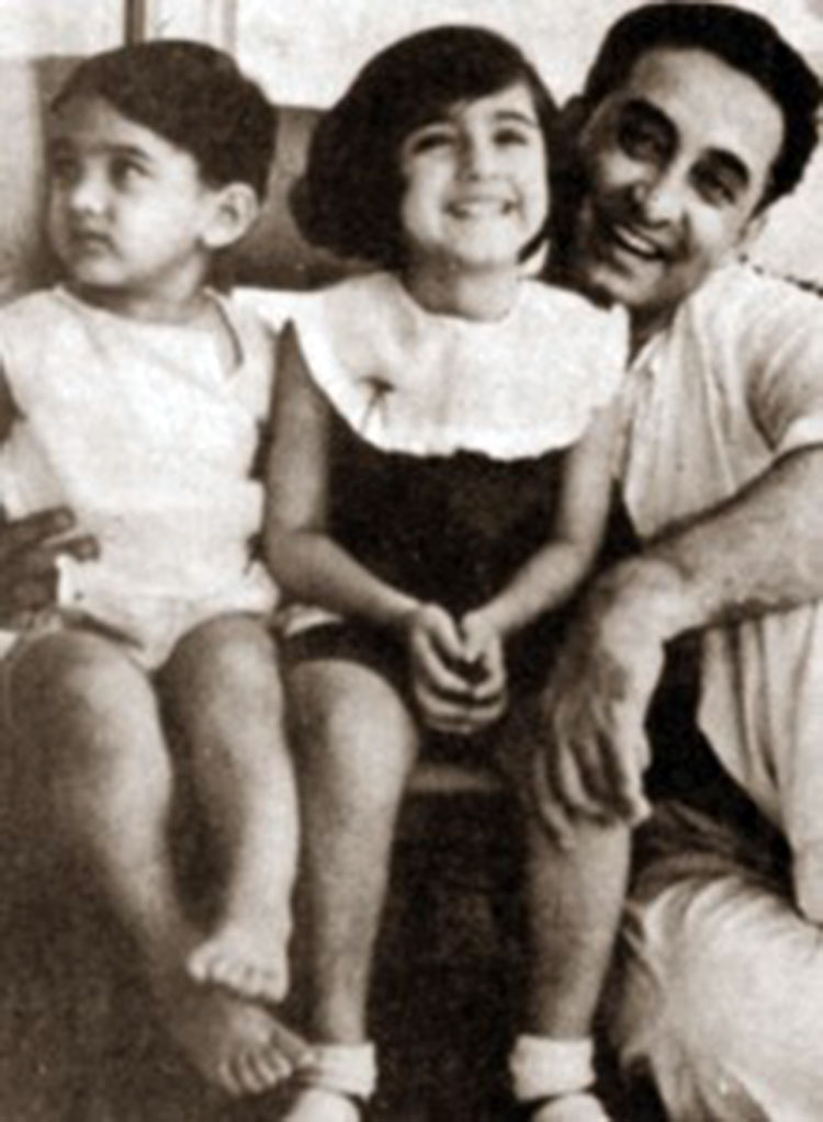Aamir Khan's throwback pic with his father and sister