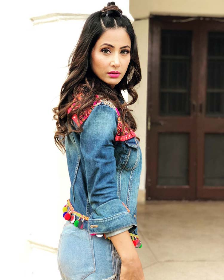 Hina Khan is fiercely sexy in this frame
