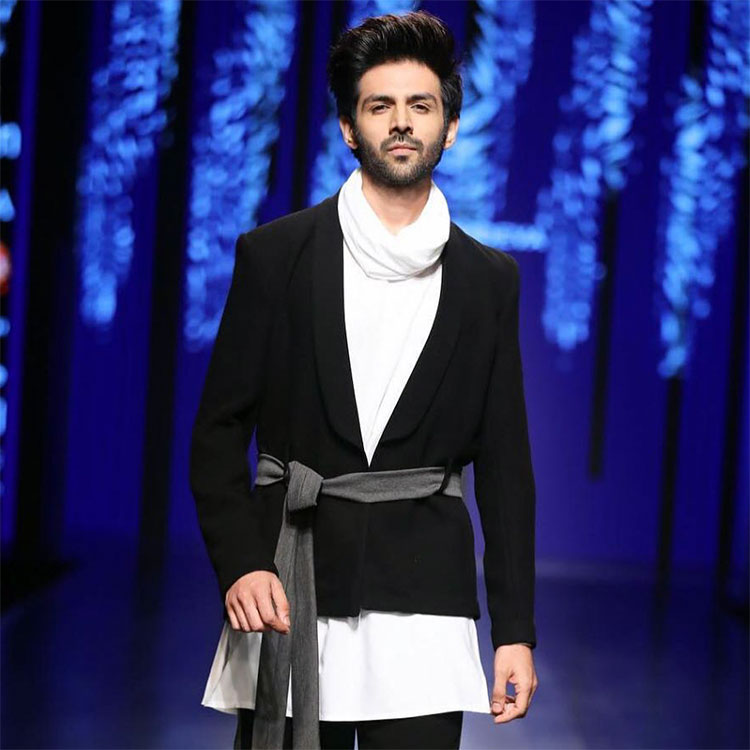 Kartik Aaryan on Amazon India Fashion Week 2018 ramp