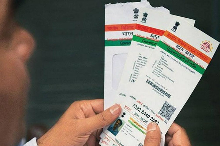 Transgenders Might Finally Be Able To Link Their Aadhaar To PAN