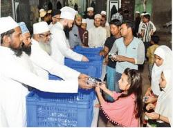 Langar At Mumbai Mosque Feeds 100 Hungry Stomachs
