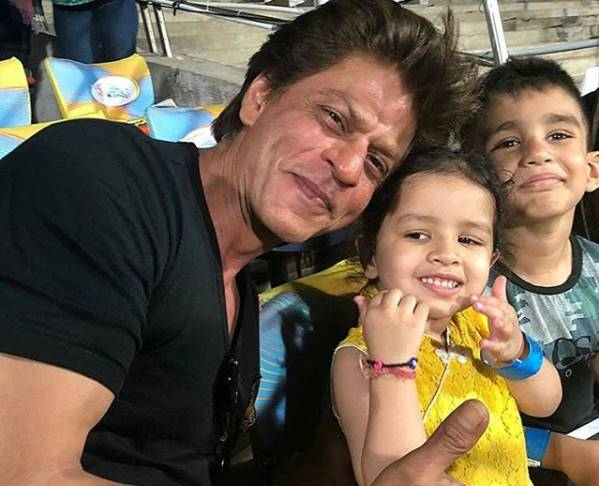 Shah Rukh Khan With Ziva Dhoni/ Photo: Twitter