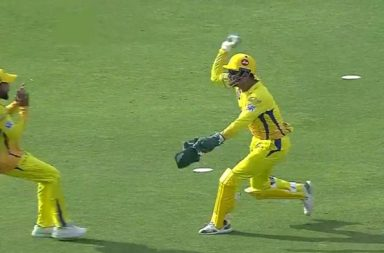 MS Dhoni Laughs Out Loud After Scaring Ravindra Jadeja On The Field