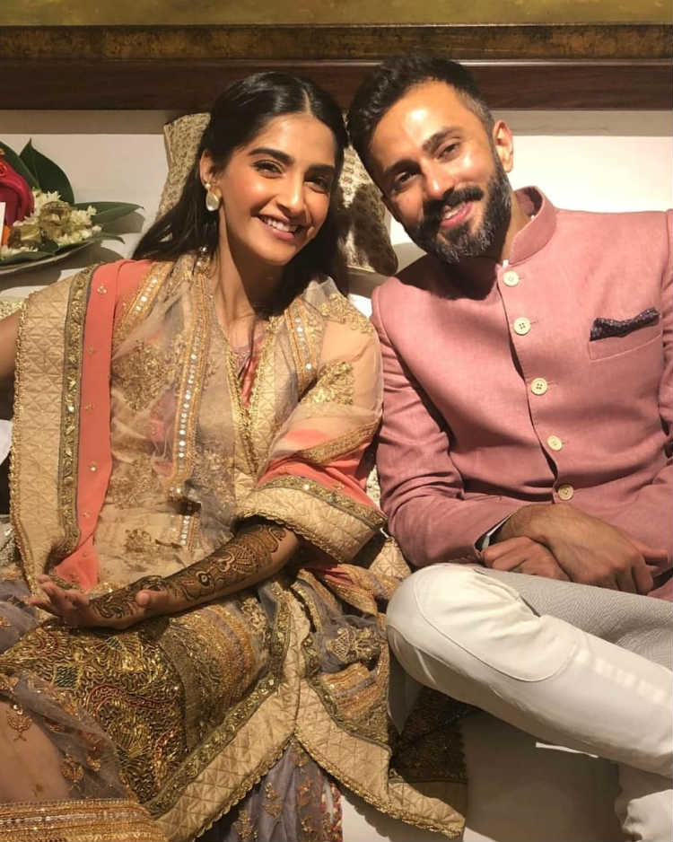 Sonam Kapoor and Anand Ahuja at their Mehendi ceremony