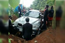 How Would You Like To Die? A Man Just Buried His Father In A BMW Car Worth Rs 60 Lakhs