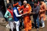Another Mob Violence In Jharkhand: Swami Agnivesh Allegedly Thrashed By BJPWorkers