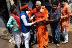 Another Mob Violence In Jharkhand: Swami Agnivesh Allegedly Thrashed By BJP Workers