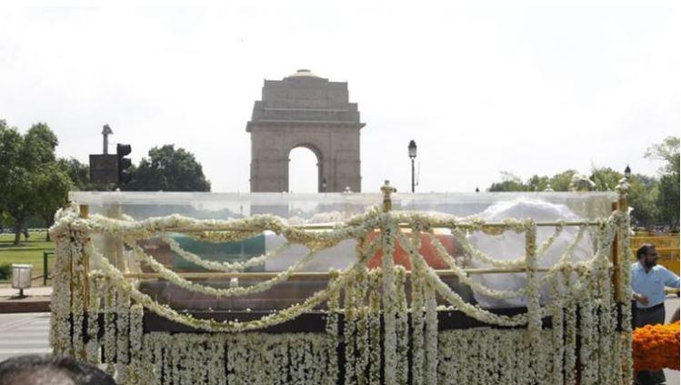 Thousands Come Out To Pay Their Respects To Atal Bihari Vajpayee One LastTime