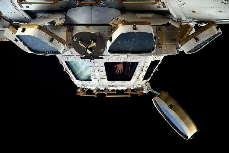 'Gravity' In Real Life: Astronauts Have Now Got Stuck In Space