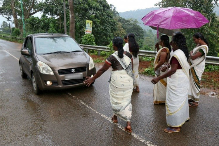 Women, Media Attacked By Mob Blocking Route To Sabarimala Temple
