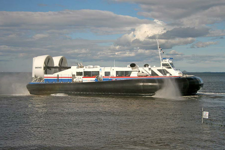 Mumbaikars Will Soon Ride On Hovercrafts & We're Officially Green With Envy!
