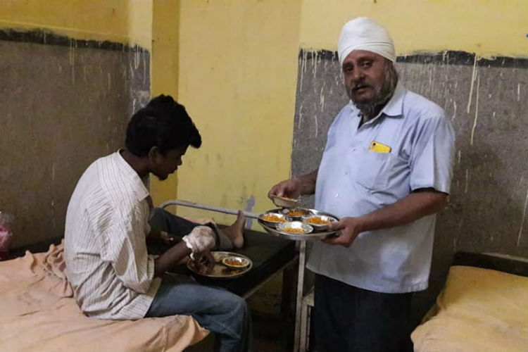 This Man Has Been Feeding Abandoned Patients In Patna For 26 Years