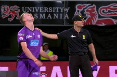 Riley Meredith, 17 runs in one ball, Riley Meredith no ball, Riley Meredith worst over, BBL 2019 worst over, Riley Meredith bowling, Hobart Hurricanes vs Melbourne Renegades, Meblourne Renegades vs Hobart Hurricanes, BBL 2018-19