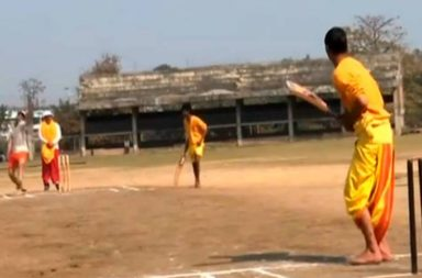 Sanskrit Cricket League, Sanskrit commentary, Varanasi Sanskrit cricket match, Cricket match in dhoti-kurta, Traditional cricket match
