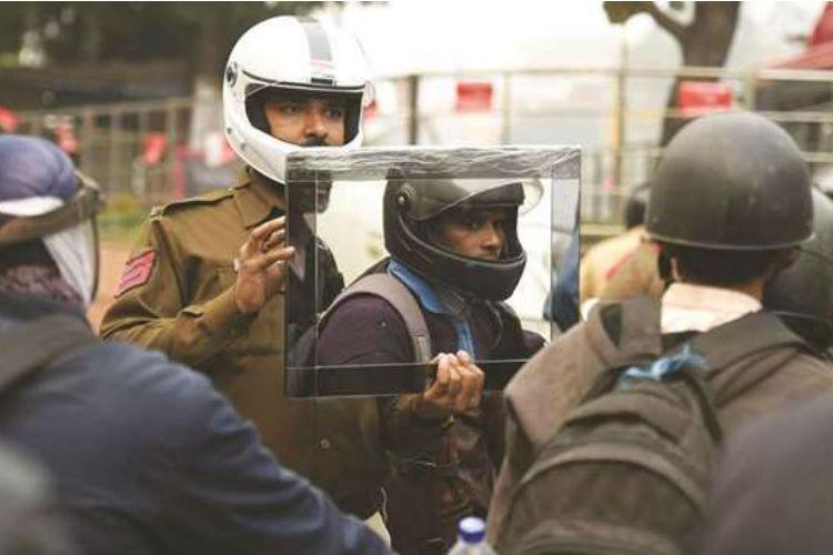 delhi cop helmet