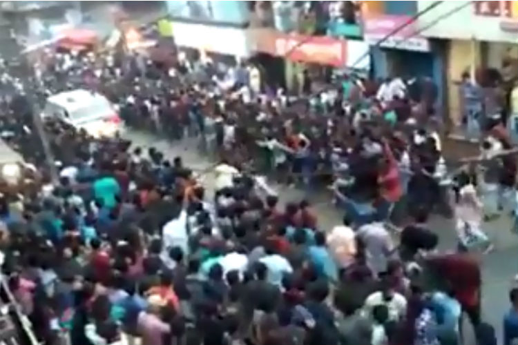 Hundreds Making Way For Ambulance In Kerala Is Winning TheInternet