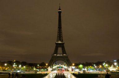 eiffel tower dark