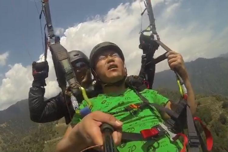 """""""Hawa Kam Karo!"""": Darjeeling Tourist's Paragliding Ride Goes Viral"""